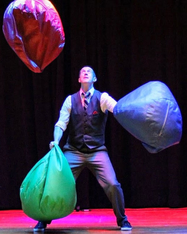 Entertainer Juggler Nels Ross